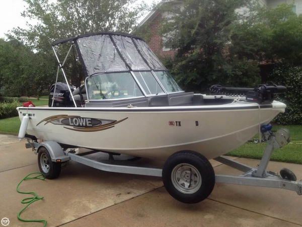 Used Lowe Pro Series FM175 Walk Thru Aluminum Fishing Boat For Sale