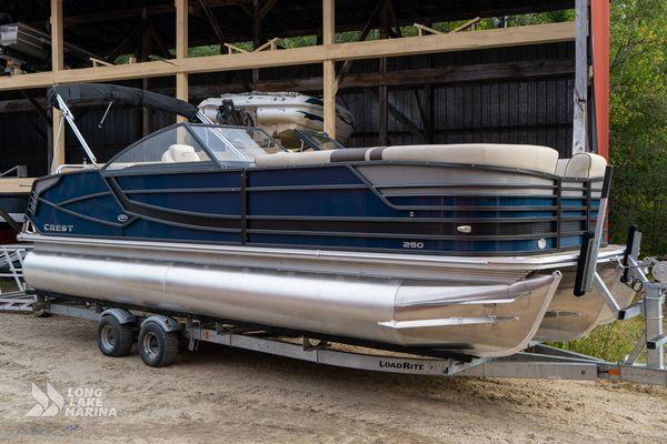 Used Crest Continental 250 SLS Pontoon Boat For Sale