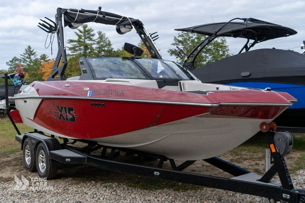 Used Axis Wake Research A20 Cruiser Boat For Sale