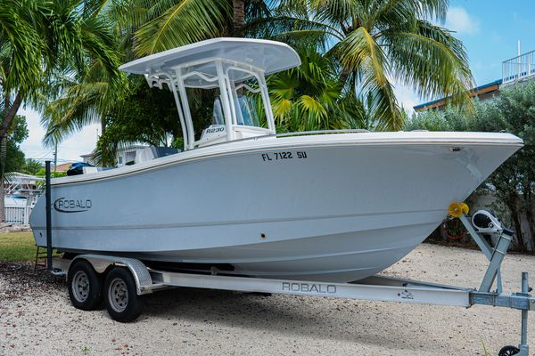Used Robalo R232 Center Console Fishing Boat For Sale