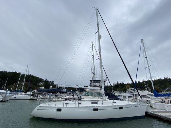 Used Beneteau Oceanis Cruiser Sailboat For Sale