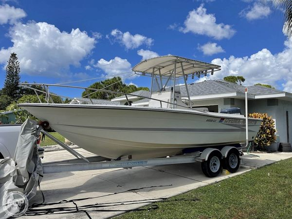 Used Hydra-Sports 2200 CC Center Console Fishing Boat For Sale