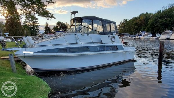 Used Carver Mariner 330 Express Cruiser Boat For Sale