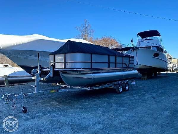 Used Bentley 220 Cruise Pontoon Boat For Sale