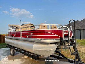 Used Sun Tracker Fishin Barge 20 DLX Pontoon Boat For Sale