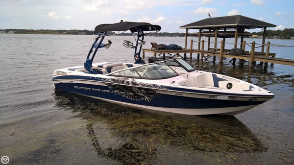 Used Correct Craft Super Air Nautique 230 Ski and Wakeboard Boat For Sale