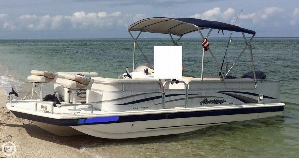 2006 Used Hurricane 226re Fun Deck Fishing Deck Boat For