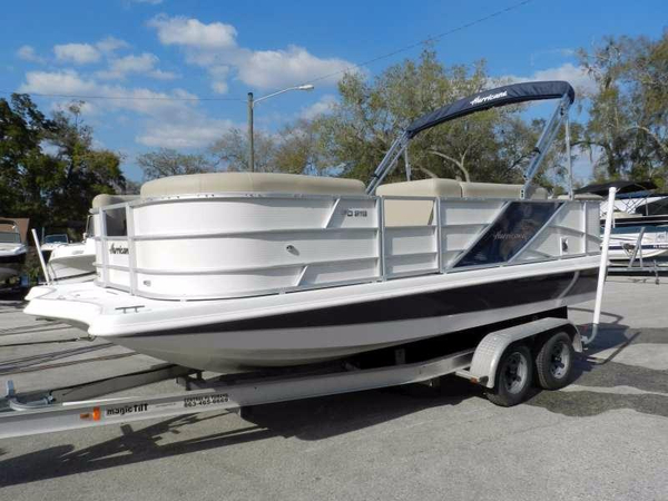 New Hurricane Fundeck 216 Deck Boat For Sale