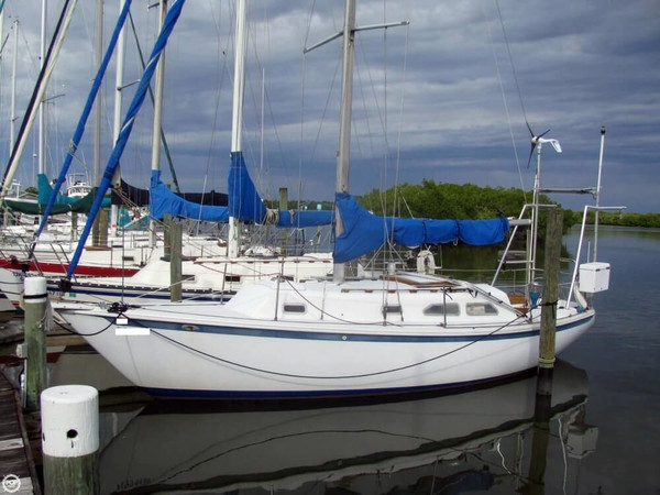 Used Ericson Yachts 32 MKII Racer and Cruiser Sailboat For Sale