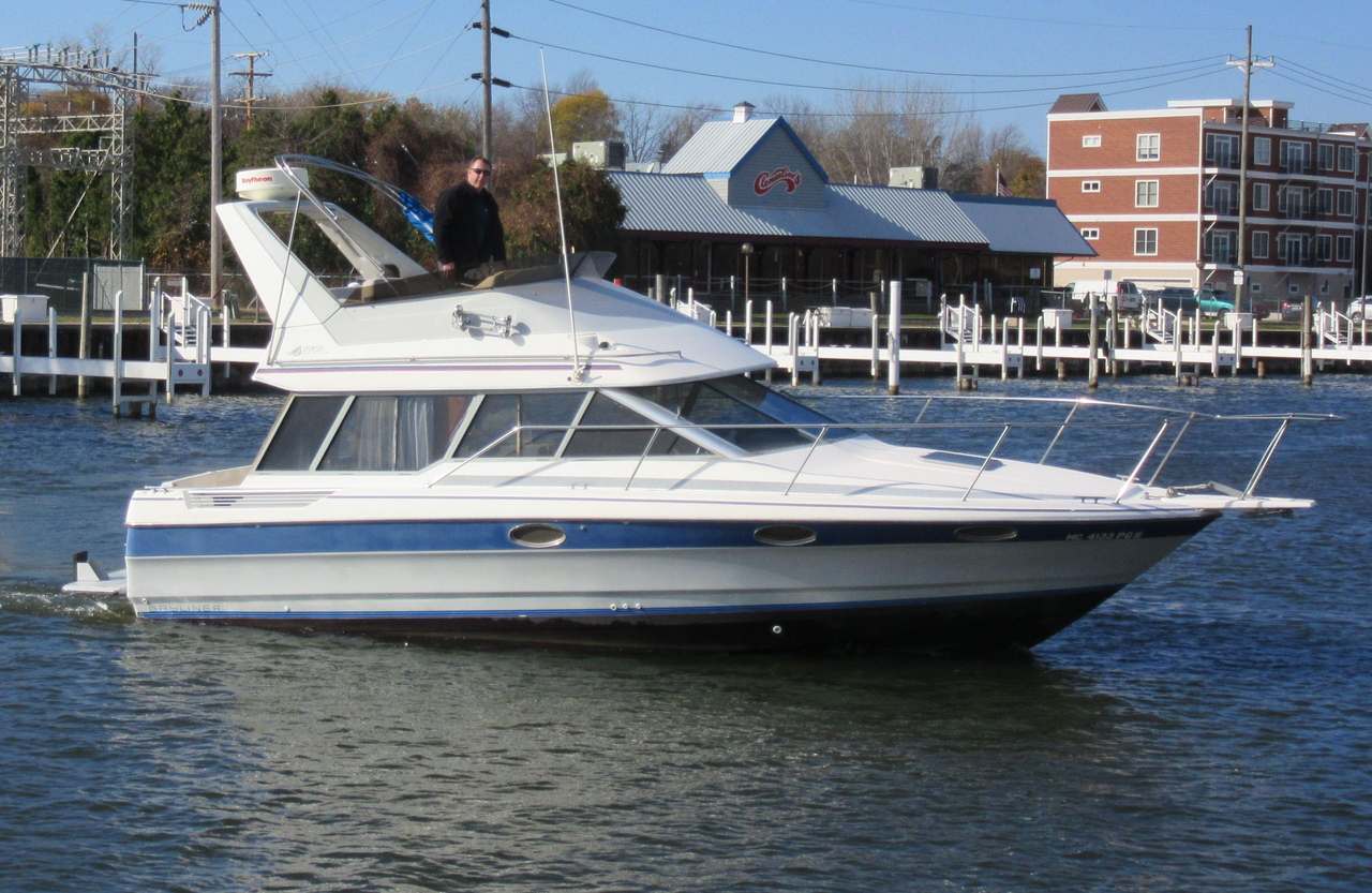 1989 used bayliner 2958 command bridge convertible fishing for Used fishing boats for sale in michigan