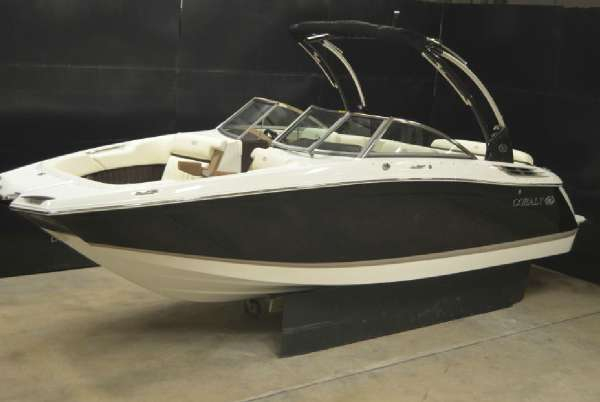 New Cobalt Boats 24SD Deck Boat For Sale