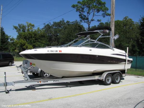 Used Maxum 2300 SR Ski and Wakeboard Boat For Sale
