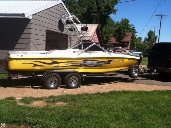 Used Centurion T5 Ski and Wakeboard Boat For Sale