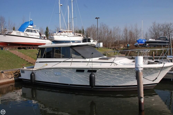 Used Trojan F32 hard top cruiser Express Cruiser Boat For Sale