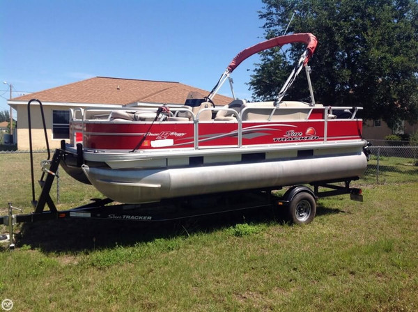 Used Sun Tracker Bass Buggy 18 DLX Signature Series Pontoon Boat For Sale