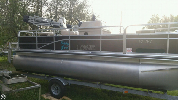 Used Lowe SF 194 Pontoon Boat For Sale