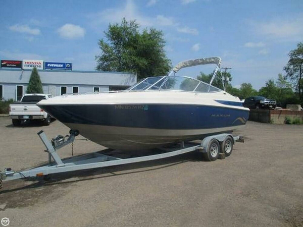 Used Maxum 2300 SCR Bowrider Boat For Sale