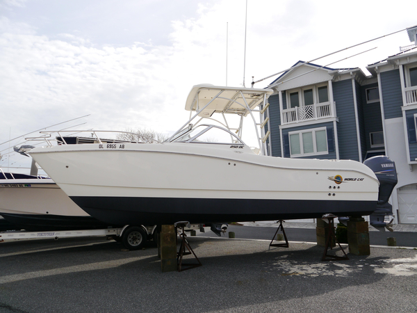 Used World Cat 250 DC Saltwater Fishing Boat For Sale