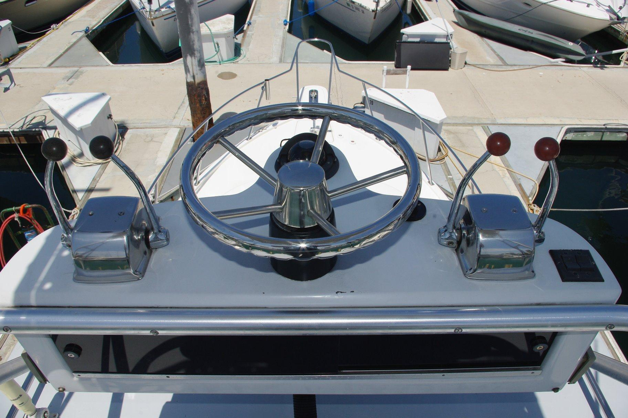 1987 used tiarapursuit open express cruiser boat for sale