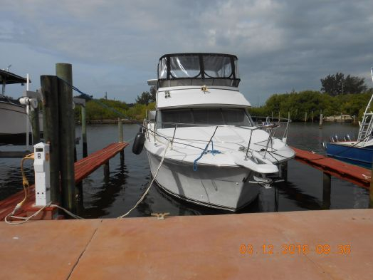 1994 used carver yachts 370 aft cabin with sundeck motor for Carver aft cabin motor yacht