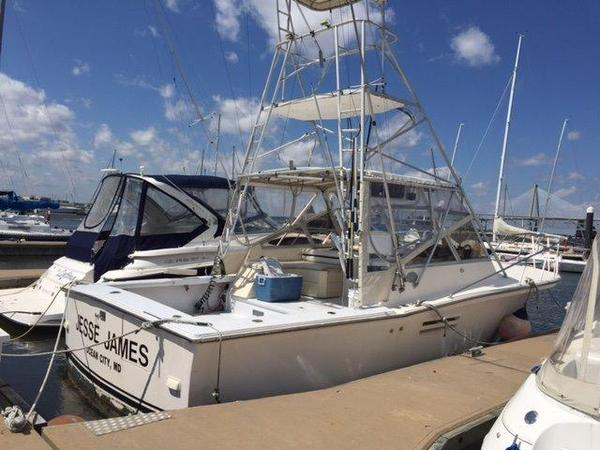 Used Pace 33 Express Sports Fishing Boat For Sale