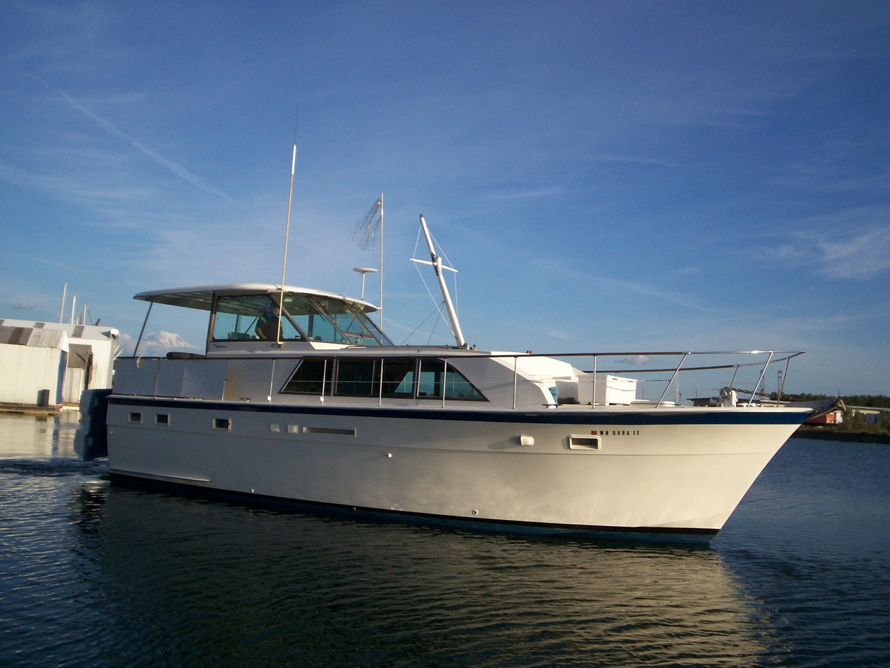 1977 Used Hatteras Flush Deck Motor Yacht For Sale