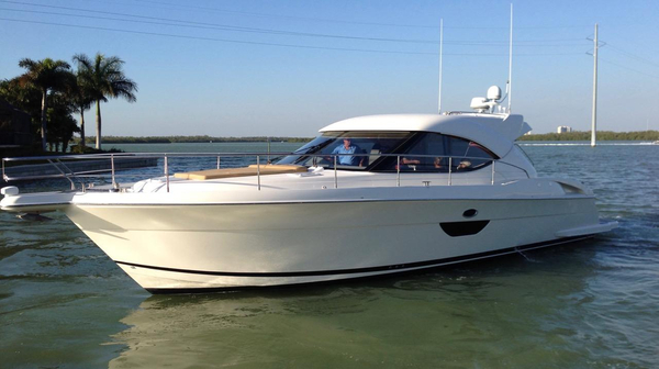Used Riviera 4400 Sport Yacht Cruiser Boat For Sale