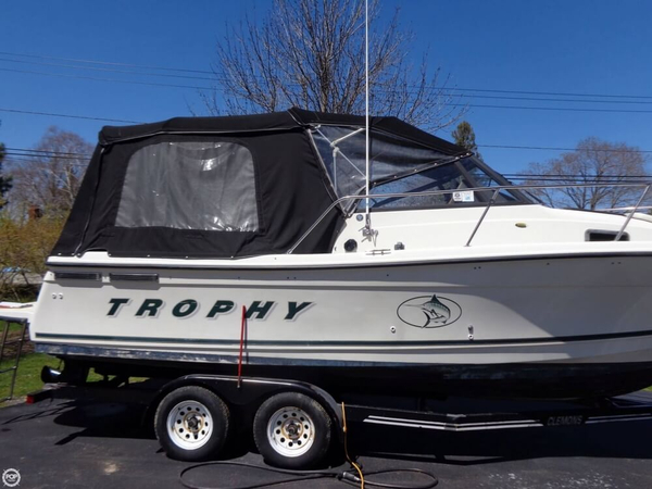 Used Bayliner Trophy 2352LX Walkaround Fishing Boat For Sale