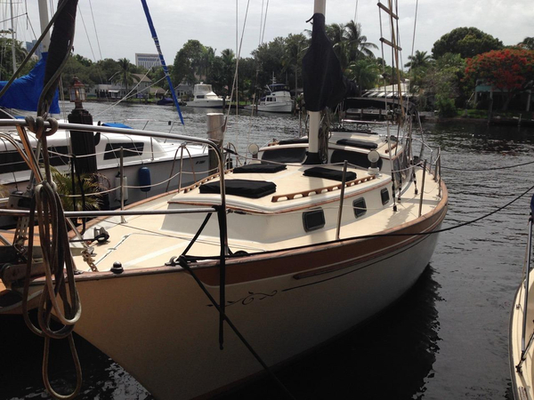 Used Islander Yachts Freeport 36B Cruiser Sailboat For Sale