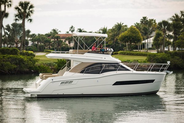 New Carver C34 Command Bridge Flybridge Boat For Sale