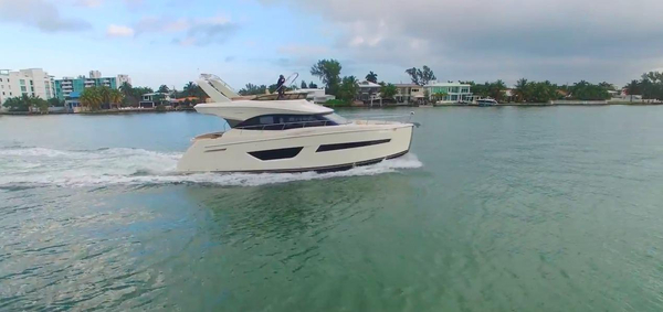 New Carver C52 Command Bridge Flybridge Boat For Sale
