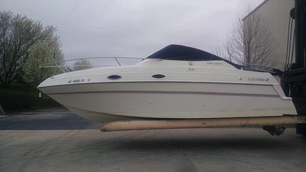 Used Four Winns 258V Cruiser Boat For Sale