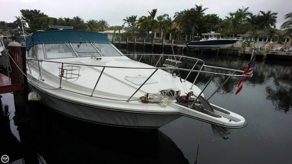 Used Trojan 10 meter mid-cabin 33 Express Cruiser Boat For Sale