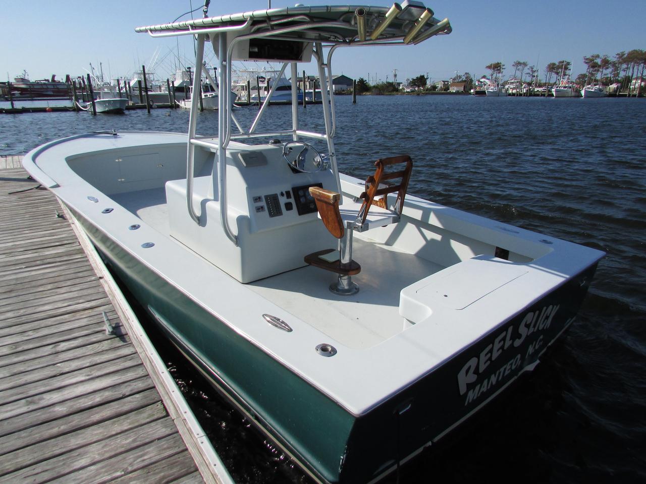 2000 Used Custom Carolina 27cc Sports Fishing Boat For