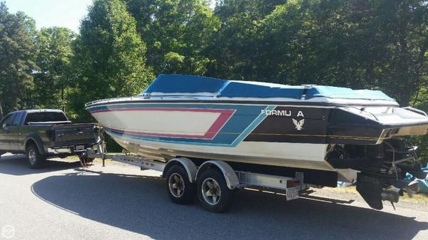 Used Formula SR272 High Performance Boat For Sale