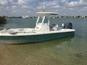 Used Everglades 243 CC Bay Boat Center Console Fishing Boat For Sale