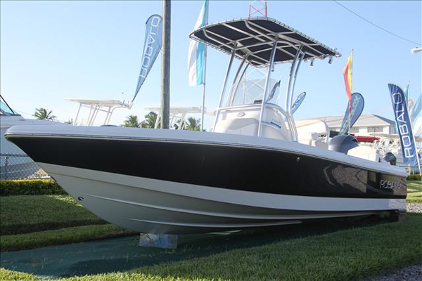 New Robalo CAYMAN Center Console Fishing Boat For Sale