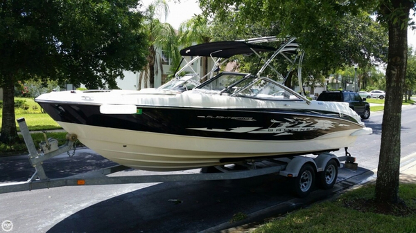 Used Bayliner 225 Flight Series Ski and Wakeboard Boat For Sale