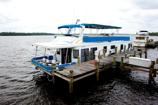 Used Thoroughbred 65 House Boat For Sale