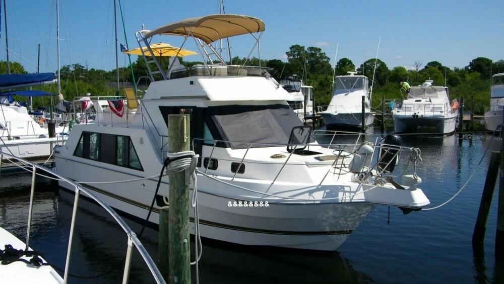 1999 Used Harbor Master 400 Coastal Cruiser Aft Cabin Boat