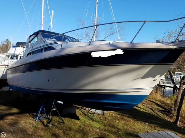 Used Cruisers Yachts Avanti-Vee 296 Express Cruiser Boat For Sale