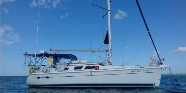 Used Hunter 41 Deck Salon Cruiser Sailboat For Sale