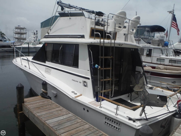 Used Trojan F 32 Sedan bridge Sports Fishing Boat For Sale