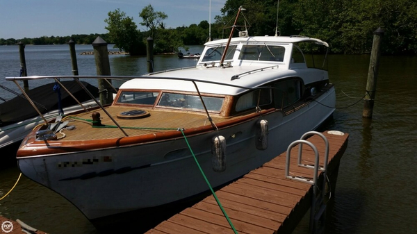 Used Chris-Craft Commander Four Sleeper Antique and Classic Boat For Sale
