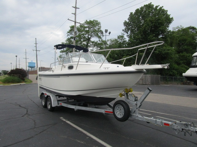 1999 used boston whaler 21 conquest walkaround fishing for Used fishing boats for sale in michigan
