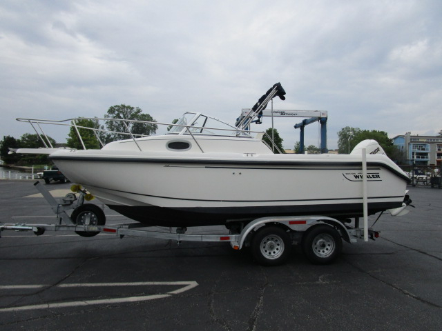 1999 used boston whaler 21 conquest walkaround fishing for Fishing boats for sale in michigan