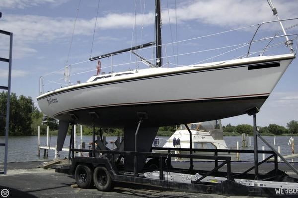 Used Catalina Capri 30 Sloop Sailboat For Sale