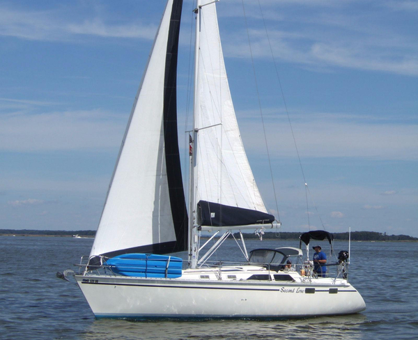 Used Hunter 35.5 Racer and Cruiser Sailboat For Sale
