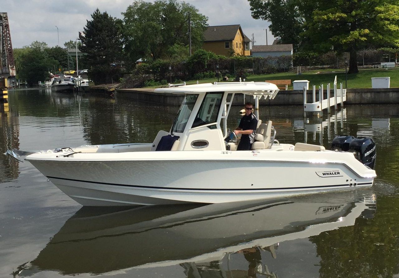 2016 new boston whaler 250 outrage center console fishing for Fishing boats for sale in michigan