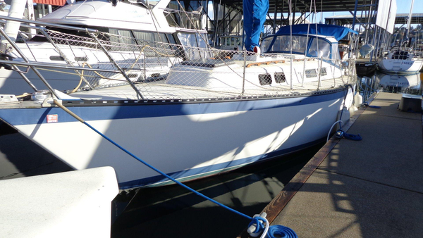Used Columbia Cruising Sloop Racer and Cruiser Sailboat For Sale